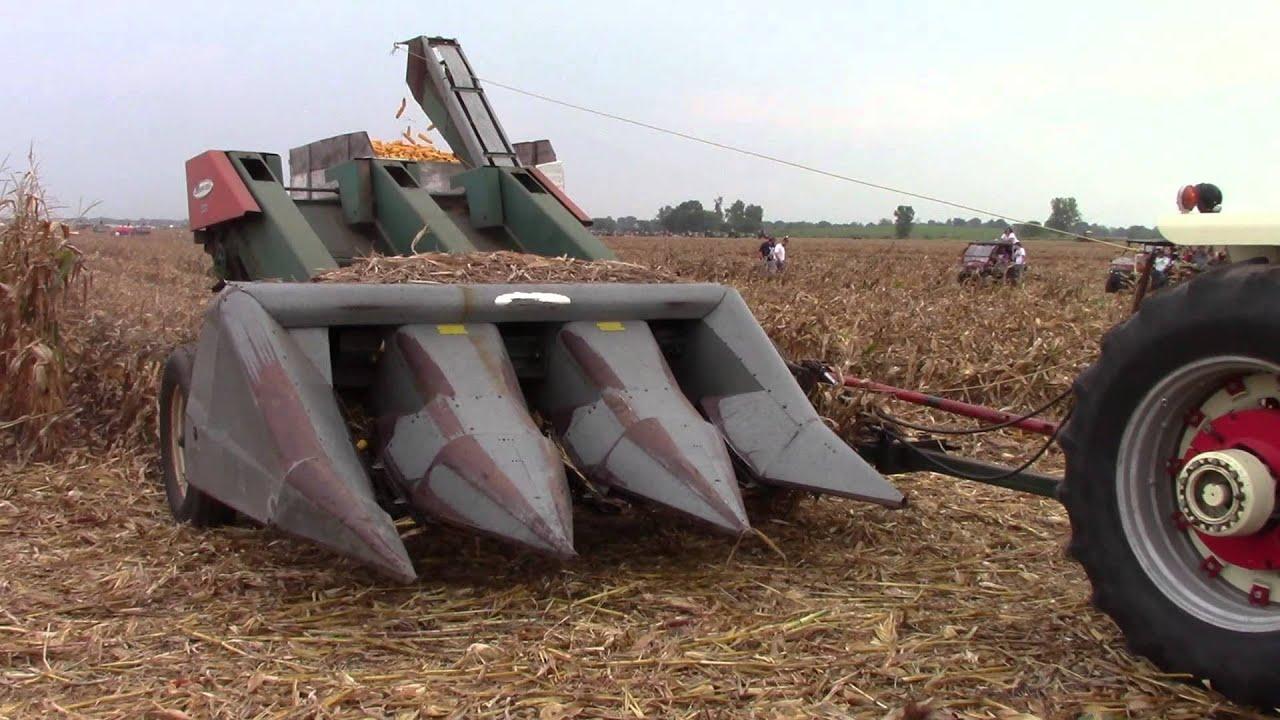 Cartoon Tractor Corn Picker : Ih farmall with a row new idea corn picker youtube