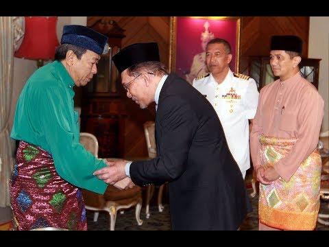 Anwar has audience with Selangor Sultan