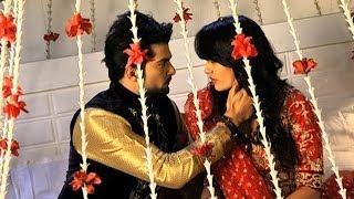 Asad And Zoya's Romance On Their First Night - Qubool Hai