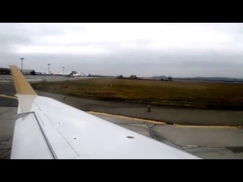 Взлёт самолёта Bombardier CRJ-200 из аэропорта Минеральные Воды.
