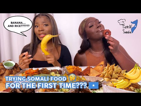 SOMALI MUKBANG 🇸🇴 FT TASTE OF SOMALIA | TRYING SOMALI FOOD FOR THE FIRST TIME | BANANA AND RICE?!