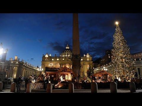 شاهد: الفاتيكان يضيء شجرة الميلاد