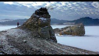 Jezioro Czorsztyńskie - niski stan wody odsłonił Stare Maniowy zalane wodą 20 lat temu