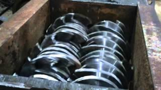 шредер двухвальный резиновая крошка(, 2015-05-07T10:43:06.000Z)
