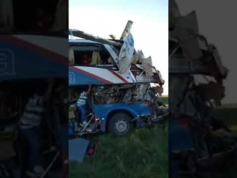 Un camión y un colectivo chocaron en la Ruta Nacional 14 vídeo 02
