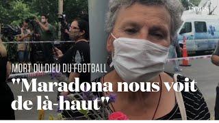Devant la maison de Maradona à Tigre, ses admirateurs lui rendent hommage