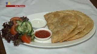 Национальные блюда в ресторане крымскотатарской кухни