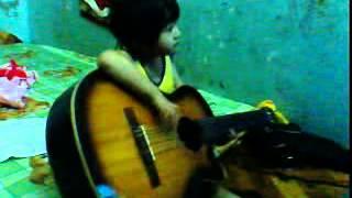 Phuong Nhi Danh Dan Guitar