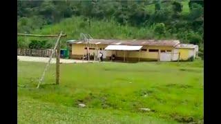 En este colegio de Cundinamarca no pueden ni arrimarse al comedor por las peligrosas grietas