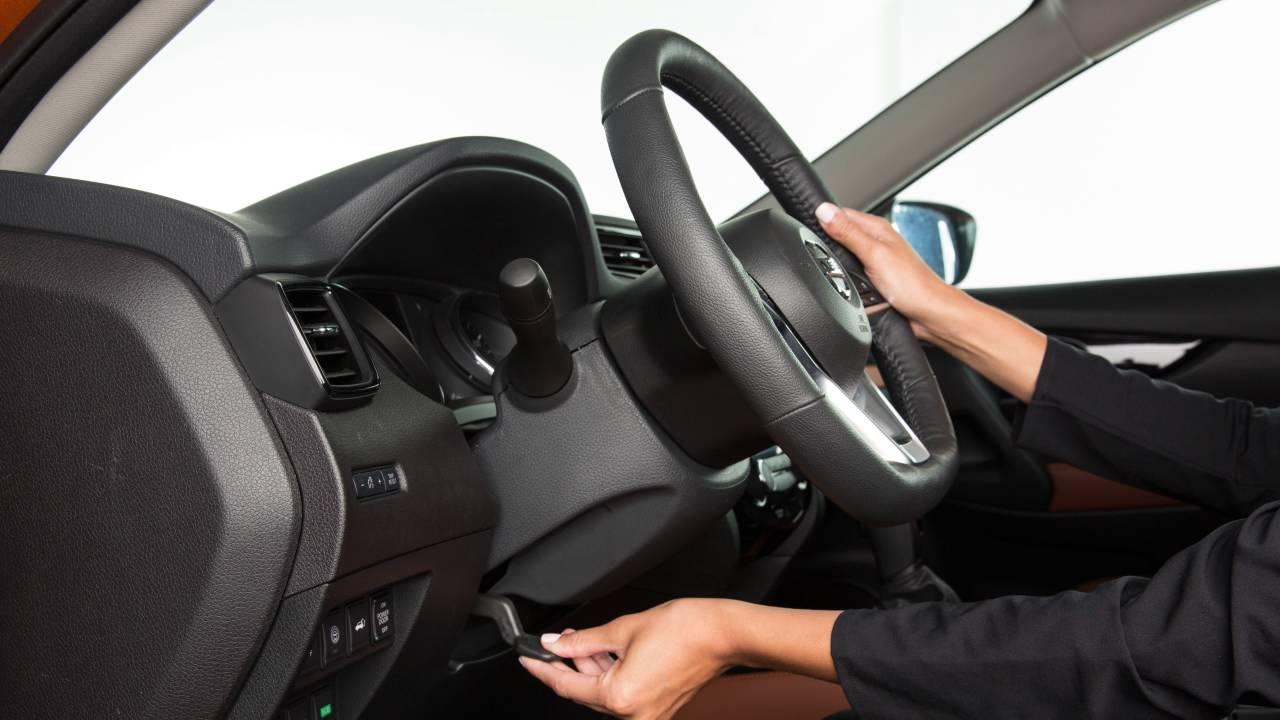 2017 Nissan Rogue - Tilt and Telescopic Steering Column ...