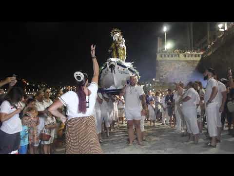 Una multitud acompaña a la Virgen del Carmen hasta La Ribera