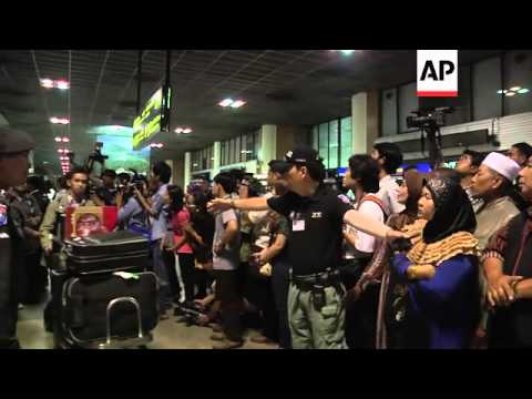 Indonesia protest against Egypt violence; Thais arrive home on special flight; Amnesty demo