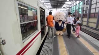 一畑電車が「どじょうすくい列車」運行。参加者を迎え入れる安来市のイ...