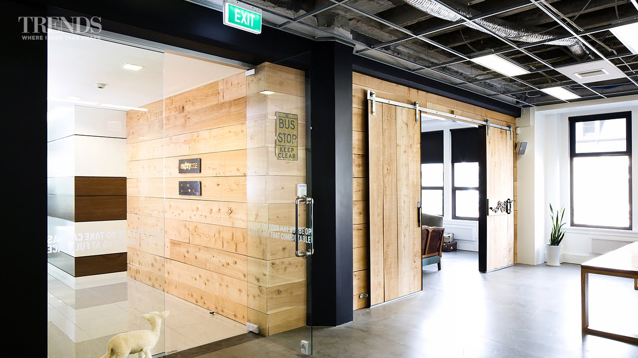 How to achieve a distinctive office interior design on a