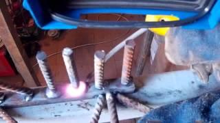 Сварка арматуры в торец и под углом(В этом видео я покажу как приварить рифленую арматуру к профилю в торец, под углом и связь арматуры., 2016-05-10T07:04:00.000Z)