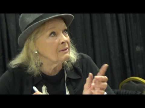 STEELCITY CON AUGUST 13 2016 Angie Dickinson talking to another