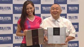 タニタの新商品発表記者会見に、タレントで2010年「タニタ健康ダイエッ...
