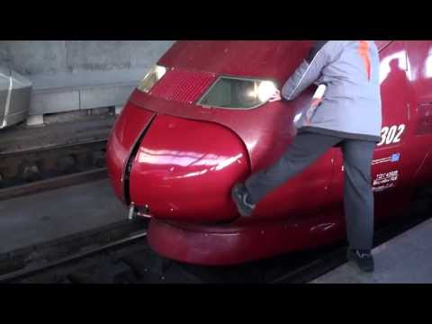 2011-12-10 [Thalys] Beautiful kick-assisted coupling operation at Brussels South Station, THA 9318