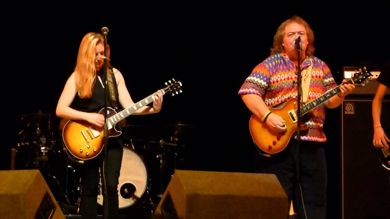 joanne-shaw-taylor-walking-in-the-shadow-of-the-blues-live-at-birmingham-town-hall-15-11-2014-dpspenfold