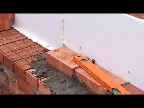 Ошибка, средняя несущая стена в полтора 1,5 кирпича, это лишнее.