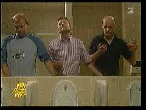 Трое в туалете видео