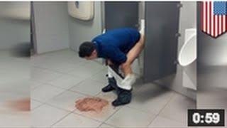 BEURK: Pourquoi un homme fait caca dans un urinoir tout en vomissant sur le sol?? Où est le pipi?