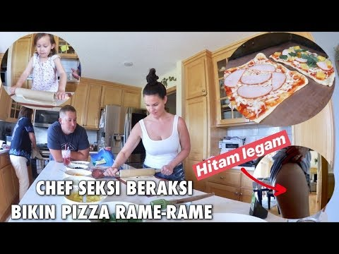 seksi-chef- -jadi-hitam-legam-seketika- -bikin-pizza-rame-rame