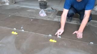 укладка керамогранита на пол без уровня.  laying porcelain tiles on a floor without level