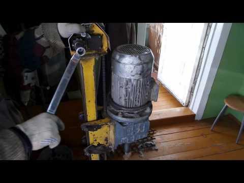 видео: Смотри как легко пробурить абиссинский колодец прямо в доме!