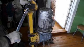 Смотри как легко пробурить абиссинский колодец прямо в доме!(В данном видео мы показываем как можно пробурить абиссинский колодец прямо в доме. Это сэкономит кучу денег..., 2015-12-25T20:52:02.000Z)