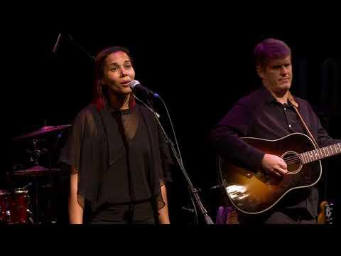 Rhiannon Giddens & Dirk Powell - We Could Fly (eTown webisode #1292)