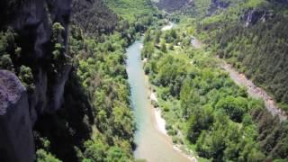 Gorges du tarn - spot d'escalade vue du ciel - rivière