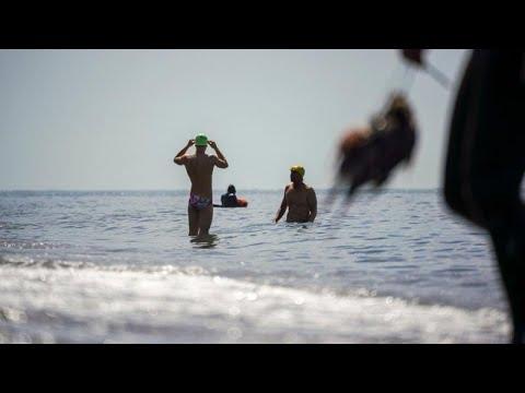 Covid-19: aria di libertà post quarantena. Bagni in mare sul litorale romano