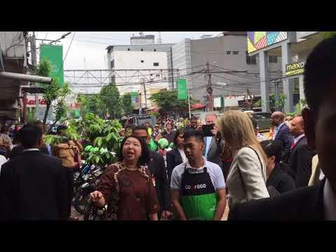 ANTARANEWS - Ratu Belanda kunjungi warung Bakwan Malang