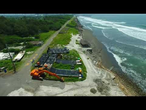 鹿耳門溪口到鹽水溪出海口海岸沙灘現況。好多的保麗龍汙染。 Tainan, Taiwan 2018/7/21