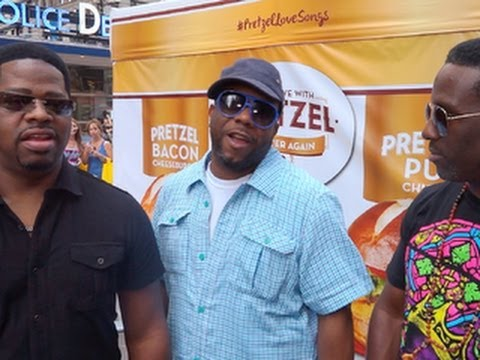 Boyz II Men sings favorite karaoke song in Times Square