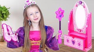 Лиза наряжается как Принцесса