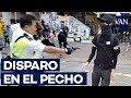 Impactantes imágenes de un policía disparando a dos ...