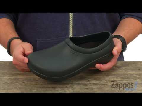 4dcb3927c10d53 Giày Crocs On The Clock Work Slip-On - YouTube