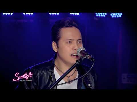Mike Bon performs