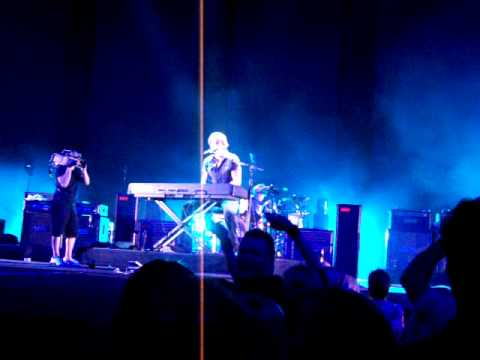 Keith Urban sings Thank You to Nicole. MSG, NYC. 10/08/09