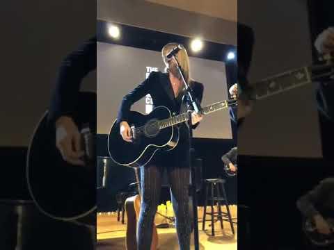 Taylor Swift, Hayley Kiyoko — Delicate (Acoustic) [Vertical Video] Mp3