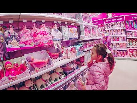 Викуля в магазине покупает одежду для Беби Бона