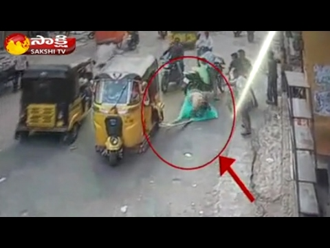 Terrific Accident in Hyderabad Old City || CCTV  Visuvals - Watch Exclusive