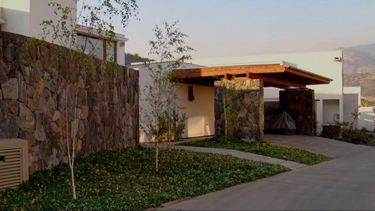 Arriendo casa en condominio puente piedra la dehesa for Casas en chile santiago