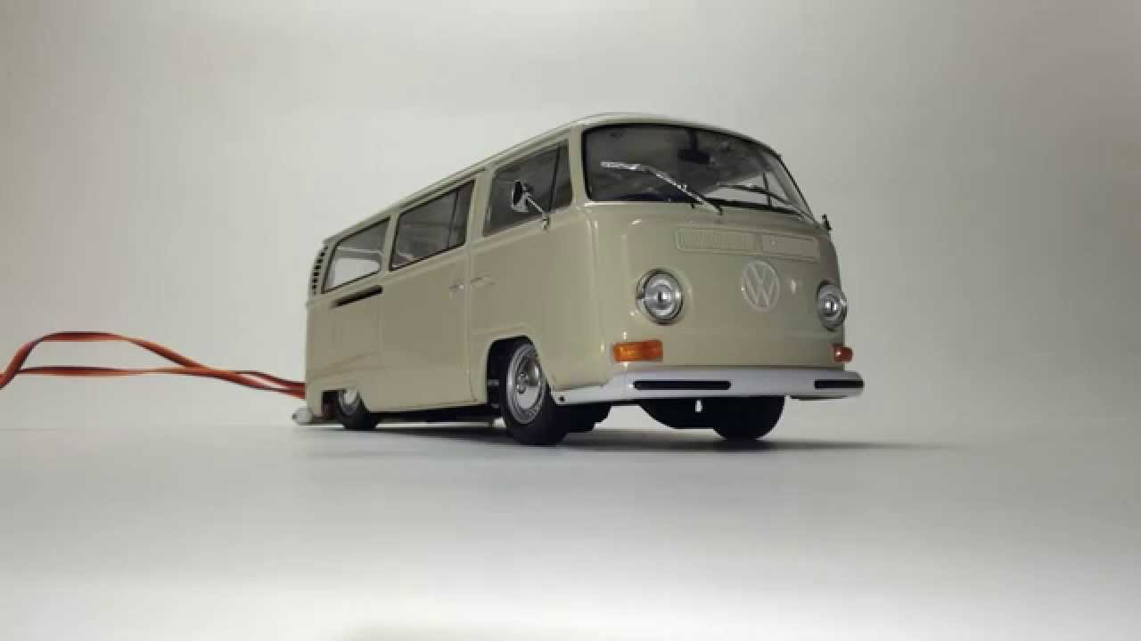 REAL AIR BAGGED Welly 1:24 1972 VW Volkswagen T2 Bus Diecast Car - YouTube