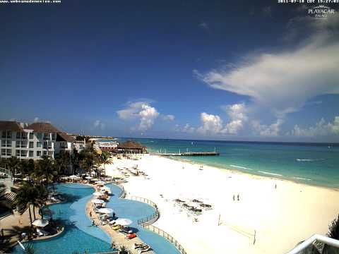 Cumulonimbus and lightning visible from Playa del Carmen, Mexico (time-lapse) - July 18, 2011