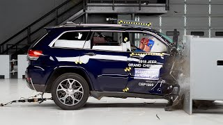 2018 Jeep Grand Cherokee passenger-side small overlap IIHS crash test