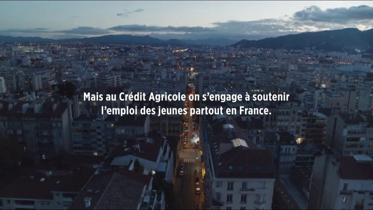 """Musique de la pub Crédit Agricole – soutient emploi jeunes """"agir chaque jour dans votre intérêt""""  2021"""