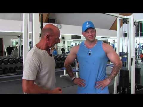 Bodybuilder Marco Detlef & Vater Michael beim Armtraining
